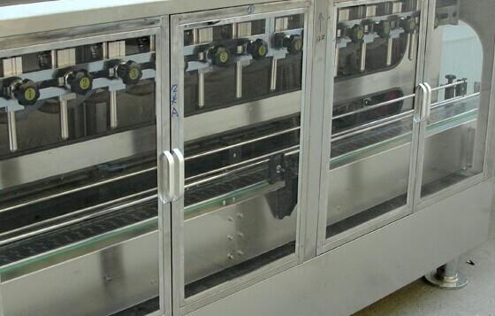 六头全自动液体灌装机的生产环境