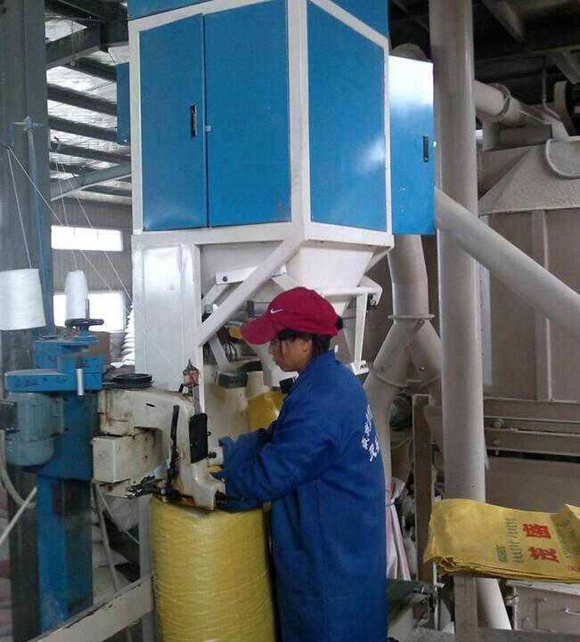 有机肥料颗粒灌装机在生产线中的应用