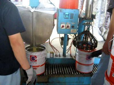 全自动涂料灌装机生产情况