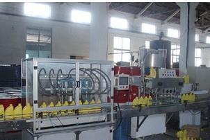 全自动润滑油灌装机在生产车间的应用