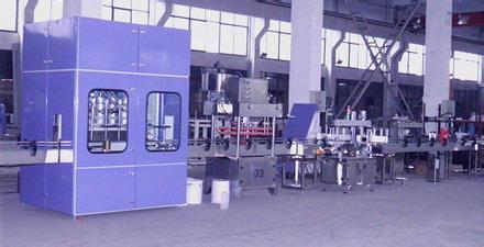 全自动润滑油灌装机在生产线中的使用