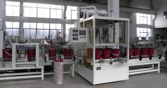 全自动润滑油灌装机在生产线中的应用