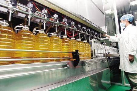 全自动桶装橄榄油灌装机在生产车间的应用