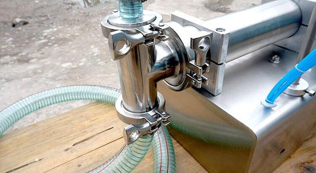 小型半自动液体定量灌装机精致灌装头